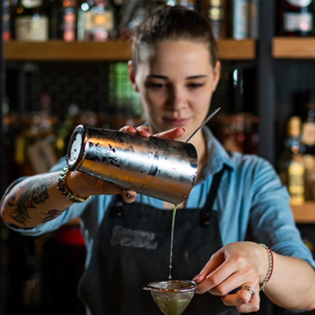 formazione alto livello barman, corsi di aggiornamento barman, corsi bartender Bergamo, corsi bartender a Brescia